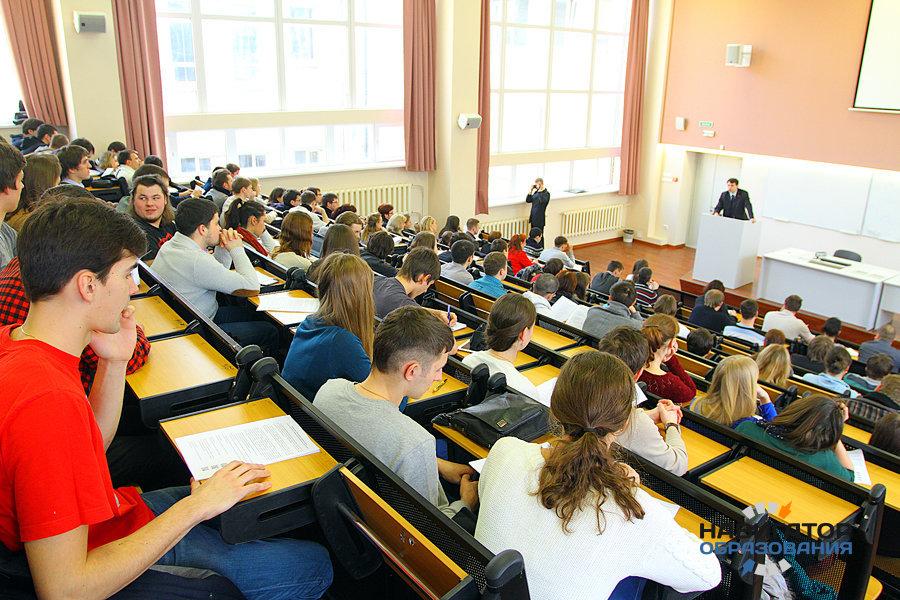 Госдуме рекомендуют принять проект закона о запрете на лишение вузов аккредитации в течение учебного года