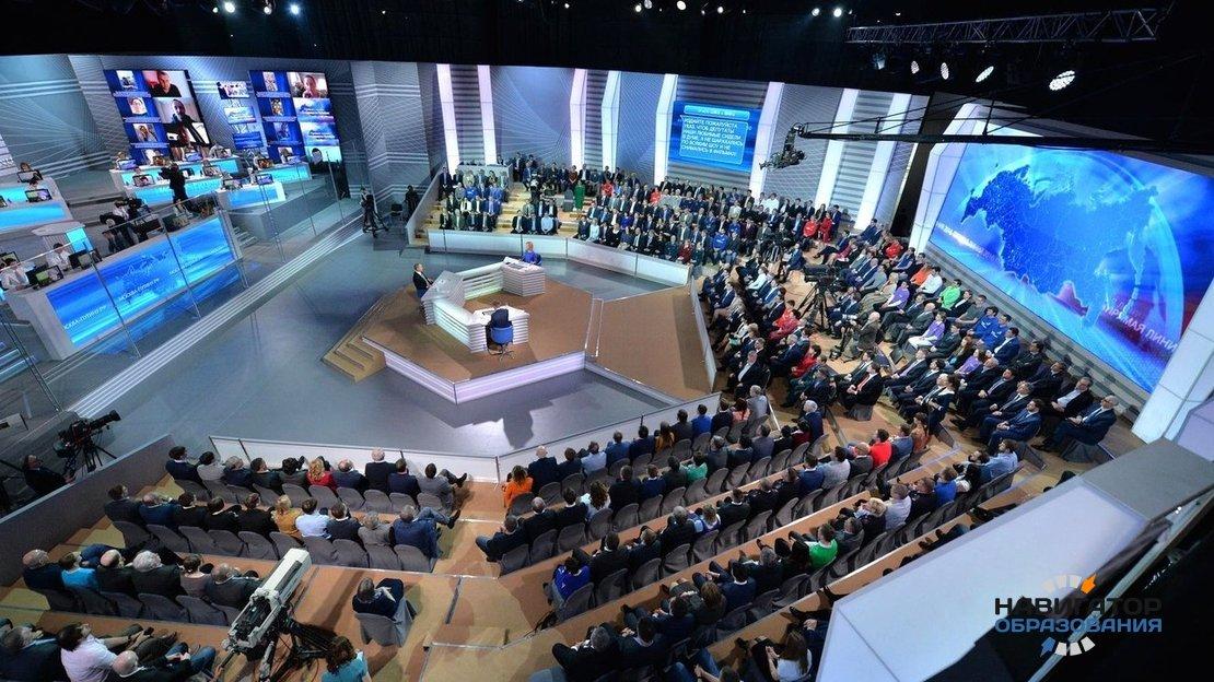 Владимир Путин в ходе «прямой линии» ответил на вопросы школьников и учителей