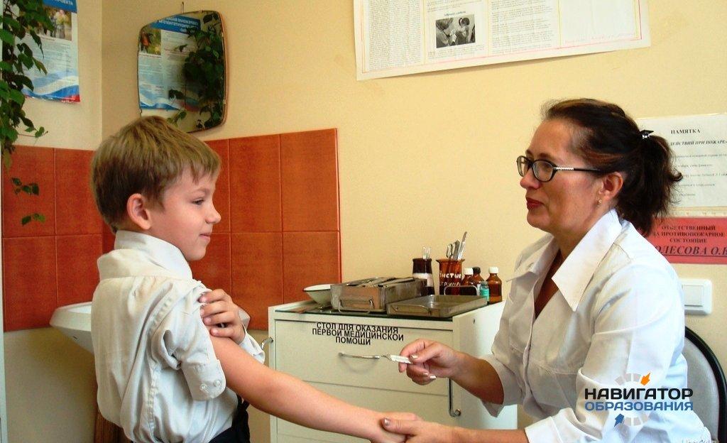С 1 января 2018 года врачи будут передавать результаты осмотра детей в школы