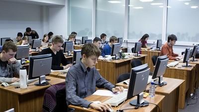 Российские школьники привезли три золотых медали с олимпиады по информатике