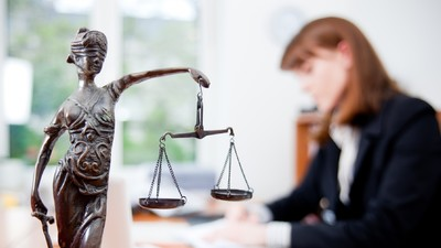 Филиальную сеть вузов лишают права обучать юристов