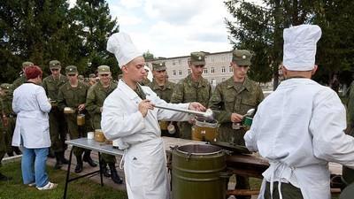 За год военные школы выпускают свыше 2,6 тысяч поваров