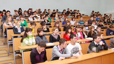 Госдума продлила детям-сиротам период бесплатного обучения в вузах