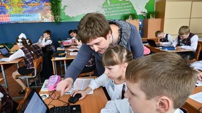 Зарплата работников столичной сферы общего образования в два раза больше средней по РФ