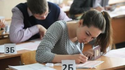 В ЕГЭ по русскому языку приняли участие около 700 тысяч выпускников