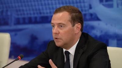 Д. Медведев утвердил доступ частным компаниям к услугам социальной сферы