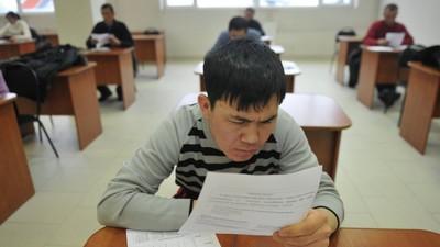 В Минобрнауки РФ выступили за дактилоскопию мигрантов при допуске к экзаменам