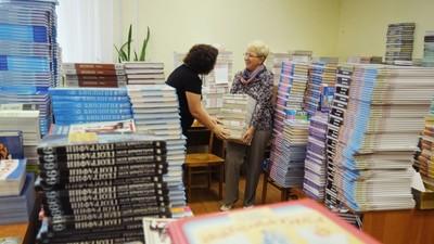 Глава Минобрнауки РФ назвал незаконным требовать с родителей плату за учебники