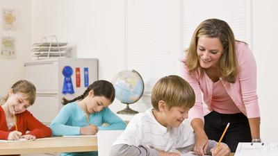 В Минобрнауки РФ определили среднюю зарплату учителей - около 33 тысяч рублей