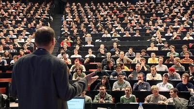 Д. Медведев пообещал разобраться с гарантированной долей зарплаты в сфере высшего образования