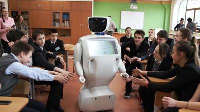 В казанском лицее появился робот-учитель