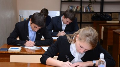 Школьники РФ сегодня пишут итоговое сочинение