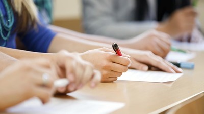 Рособрнадзор проверит школы с аномально высокими результатами оценочных процедур