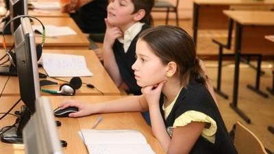 Постоянный доступ в Интернет имеют более 90% российских школ