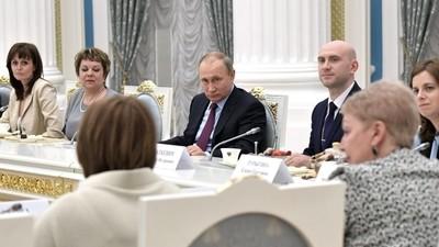 В. Путин обсудил на встрече с педагогами вопросы образования