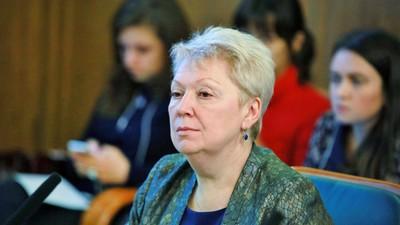 О. Васильева высказалась за единое содержание учебников и изучение одного иностранного языка в школе