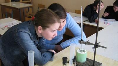 Школьные учителя выступили за перенос начала курса химии на год раньше