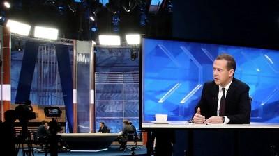 Д. Медведев высказался по поводу проблемы чрезмерной отчётности в сфере здравоохранения и образования