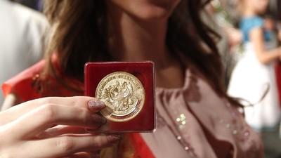 Стал известен минимальный балл по обязательным ЕГЭ для получения золотой медали