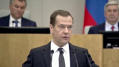Медведев призвал к созданию современного стандарта образования