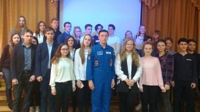 Более 100 школьников встретились с космонавтом Сергеем Ревиным
