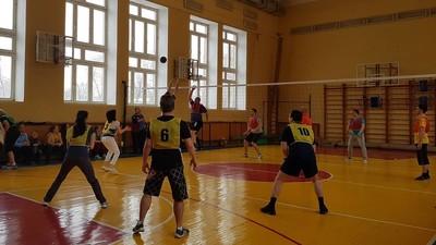 Школьный волейбол для пап и мам